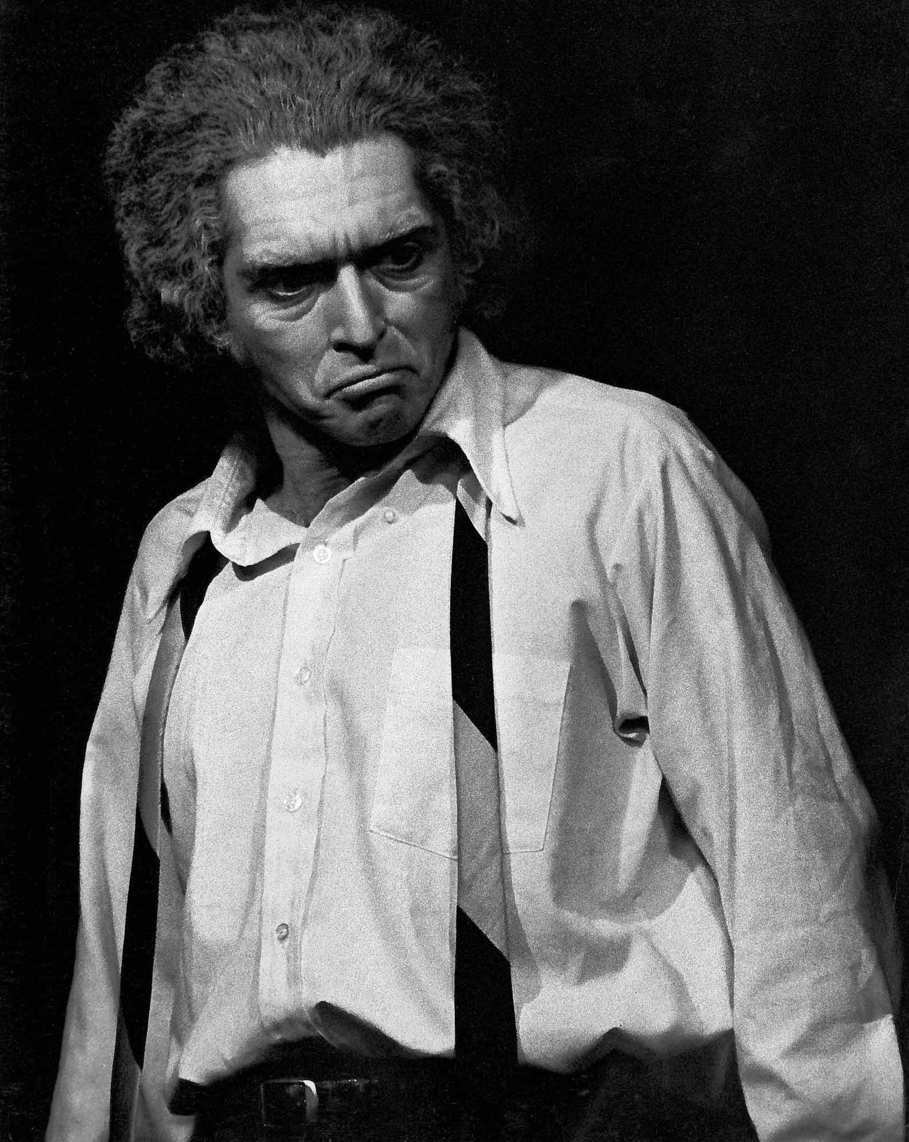 Alexander Barnett as Willy Loman in Arhut Miller's Death of a Salesman.jpg